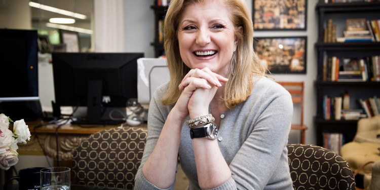 Arianna Huffington, die Mitbegruenderin und Chefredakteurin der online-Zeitung The Huffington Post im Interview in ihrem Buero in New York.