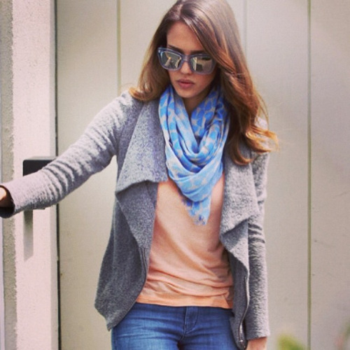 Picture of celebrity actress Jessica Alba wearing Beulah London's popular blue heart scarf
