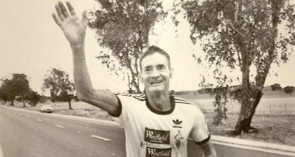 Picture of Cliff Young running to victory.