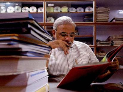 narendra-modi-reading